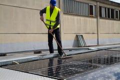 Travail photovoltaïque photo libre de droits