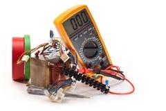 Travail pour réparer électrique Images libres de droits