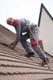 Travail sur le toit Photos libres de droits