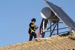 Travail sur le toit Images stock