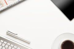 Travailler au Tableau avec des fournitures de bureau Photos libres de droits