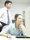 Travailler de collègues heureux Image stock