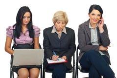 Travailler de femmes d'affaires Image libre de droits