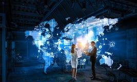 Travailler sur la stratégie des affaires globales illustration libre de droits