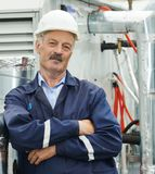 Travailleur adulte supérieur d'ingénieur d'électricien Image libre de droits