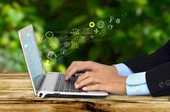 Travailleur d'affaires d'Internet Photos libres de droits