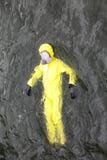 Travailleur dans la tenue de protection dans l'eau Photographie stock libre de droits