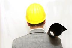 Travailleur dans le casque tenant un plan Photo libre de droits