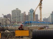Travailleur de Changhaï sur le chantier de construction photographie stock