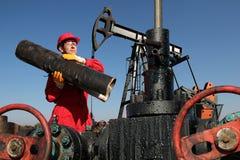 Travailleur de gisement de pétrole Image libre de droits
