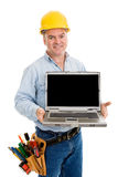 Travailleur de la construction amical et ordinateur portatif Photo stock