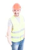 Travailleur de la construction amical souriant et faisant une secousse de main gest Photographie stock