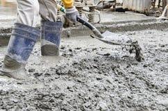 Travailleur de la construction avec la pelle Photos libres de droits