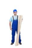 Travailleur de la construction avec les plancks en bois Photo stock