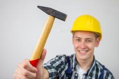 Travailleur de la construction avec un marteau Images libres de droits