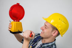 Travailleur de la construction avec une site-lampe rouge de construction Photo libre de droits