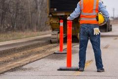 Travailleur de la construction de route de route images libres de droits