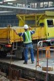 Travailleur de la construction et sable t Photo libre de droits
