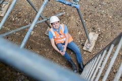Travailleur de la construction Falling Off Ladder et jambe de blessure photo libre de droits