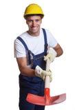 Travailleur de la construction latin puissant avec la pelle image stock