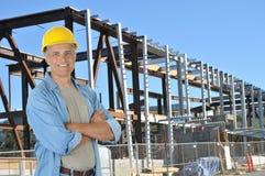 Travailleur de la construction sur le site du travail Photo stock