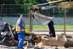Travailleur et équipement de route Image libre de droits