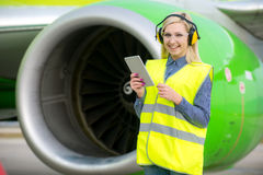 Travailleur féminin d'aéroport Photos libres de droits