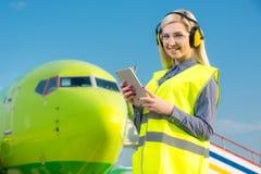 Travailleur féminin d'aéroport Images stock