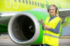 Travailleur féminin d'aéroport Image stock