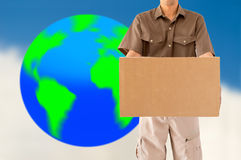 Travailleur global de la livraison de colis Photos libres de droits