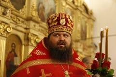 Travailleur orthodoxe de Church de prêtre L'homme croit en Dieu Prêtre grave Images libres de droits