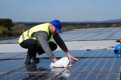 Travailleur photovoltaïque photos libres de droits