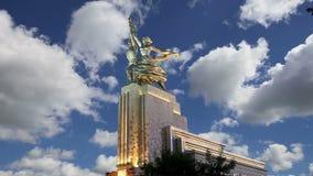Travailleur soviétique célèbre de Rabochiy i Kolkhoznitsa de monument et femme ou travailleur kolkhozien et agriculteur collectif banque de vidéos