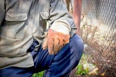 Travailleur sur le dur labeur - travail de servitude (ayez besoin d'une coupure - pause) photo libre de droits