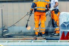 Travailleurs conzept sur une construction de routes, une industrie et de travail d'équipe travail photos stock