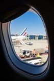 Travailleurs d'aéroport chez Malpensa Italie Image libre de droits