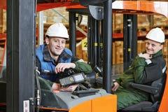 Travailleurs d'entrepôt dans l'entrepôt Photo stock