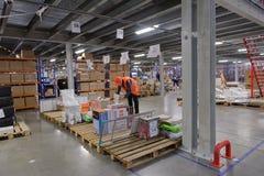Travailleurs dans l'entrepôt Image libre de droits