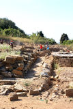 Travailleurs dans le Parc archéologique de Populonia, Italie Photo stock