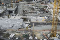 Travailleurs de chantier de construction - airshot - vue supérieure Photographie stock libre de droits
