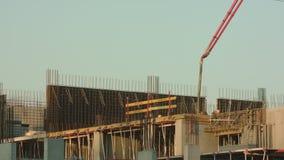 Travailleurs de chantier de construction au travail banque de vidéos