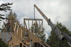 Travailleurs de la construction et grue 2 Photographie stock libre de droits