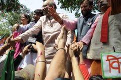 Travailleurs de partie de Bjp célébrant pendant l'élection dans l'Inde Photographie stock