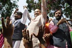 Travailleurs de partie de Bjp célébrant pendant l'élection dans l'Inde Images stock