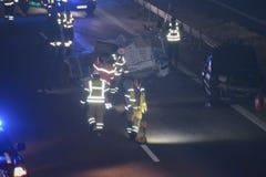 Travailleurs de secours à la scène de l'accident images stock
