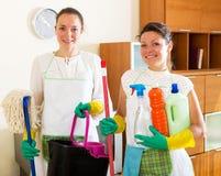 Travailleurs de société de nettoyage Image stock