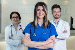 Travailleurs médicaux dans la clinique Photos stock