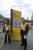 Travailleurs officiels patrouillant pendant 2002 Jeux Olympiques d'hiver, Salt Lake City, UT Photographie stock