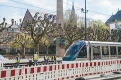 Travailleurs réparant la tramway lin Photos libres de droits