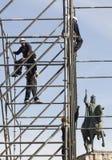 Travailleurs sur l'échafaudage près du Roi James 1er de l'Espagne en Majorque Photo stock